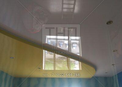Двухуровневый натяжной потолок для детской