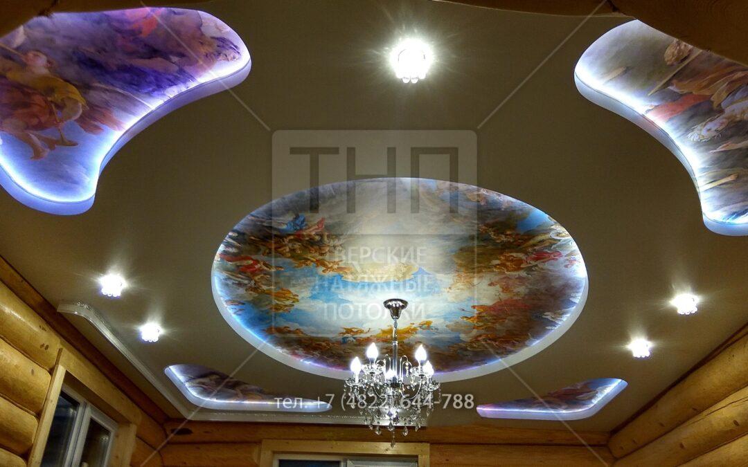 Двухуровневый потолок с фотопечатью и подсветкой в бревенчатом доме