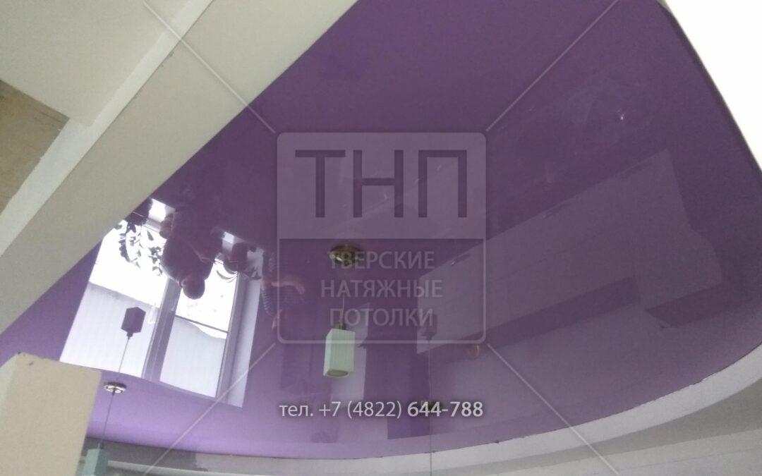 Фиолетовый натяжной потолок для кухни