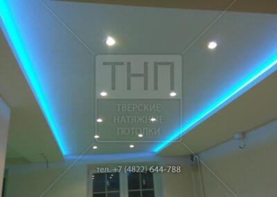 Светодиодная RGB подсветка в двухуровневом потолке