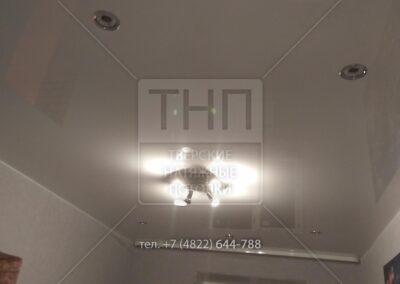 Сочетание светильников и люстры