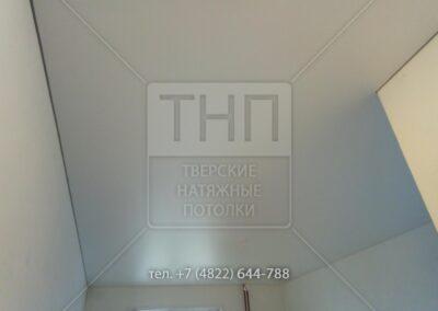 Сатиновый натяжной потолок в студии