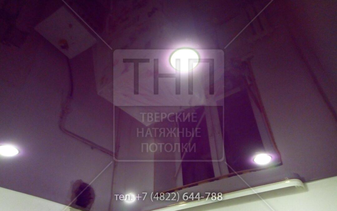 Фиолетовый натяжной потолок для детской