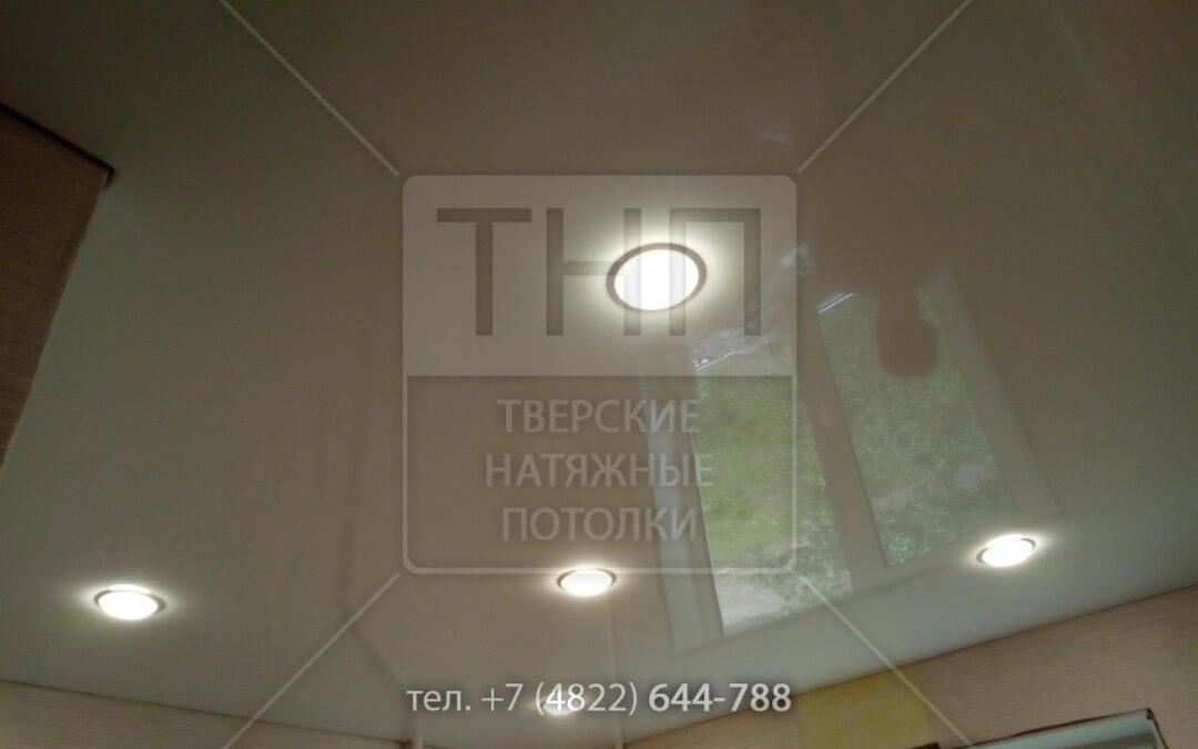 5 встроенных светильников GX53 в потолке на кухне